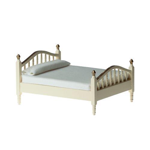 Кровать, кремовая