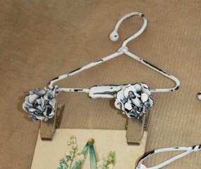 Вешалка с прищепками-цветочками 15 см CIH019